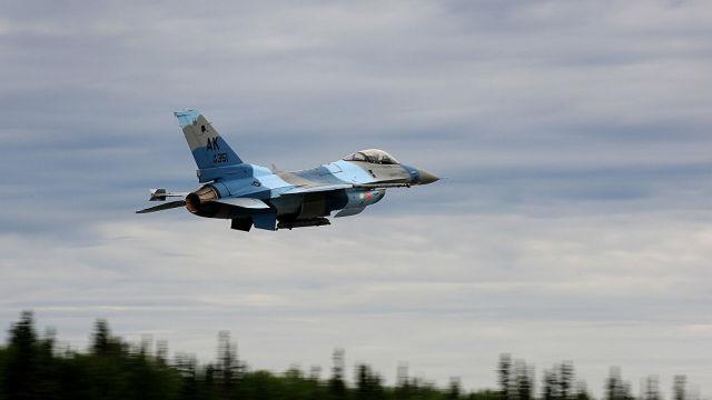 """Истребитель F-16 18-й эскадрильи """"агрессоров"""" (18th Aggressor Squadron)"""