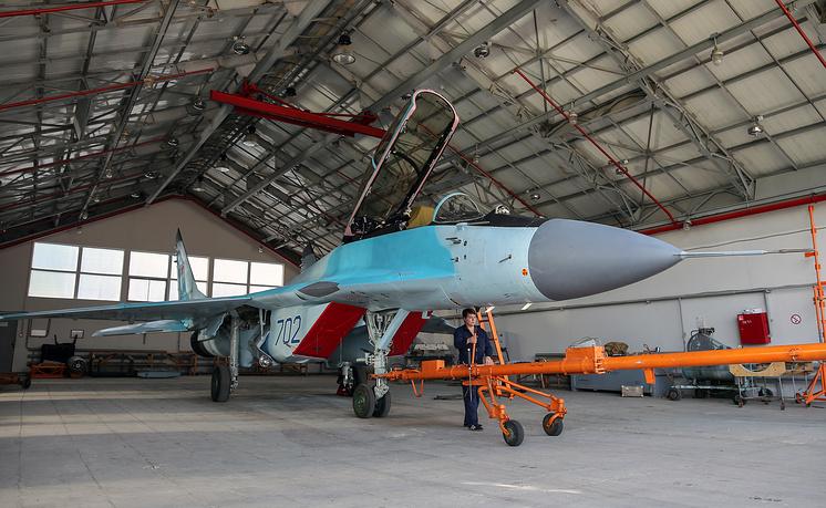 Истребитель МиГ-35 в ангаре ЛИЦ им. А.В. Федотова.