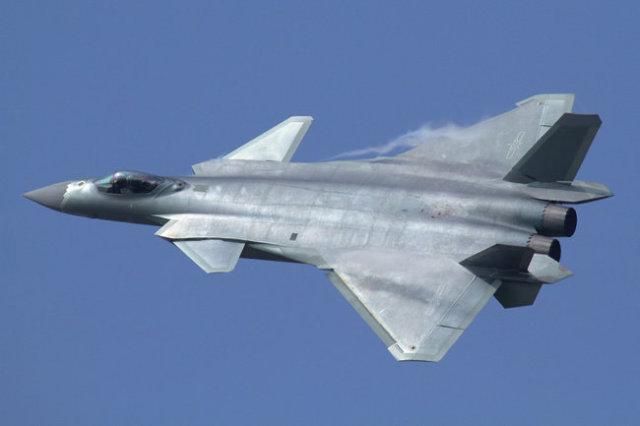 Истребитель пятого поколения J-20.