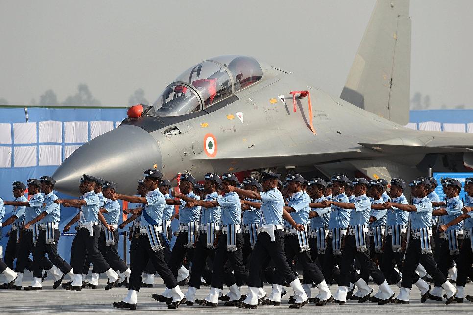 Истребитель Су-30МКИ ВВС Индии во время генеральной репетиции парада на окраине Нью-Дели.