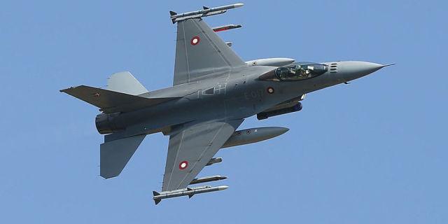 Истребитель F-16 Fighting Falcon.