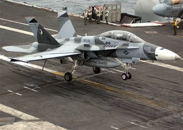 Истребитель F/A-18 Hornet.