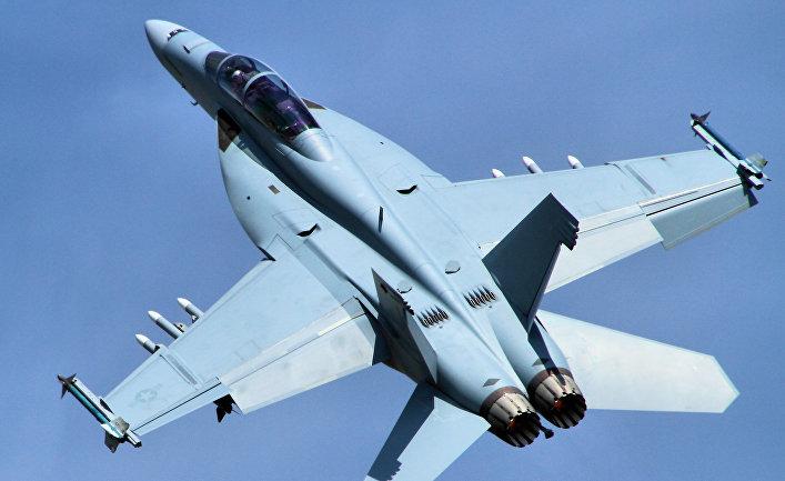 """Истребитель F/A-18 """"Супер Хорнет""""."""