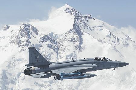 Истребитель JF-17 пакистанских ВВС создан совместно с китайскими специалистами.