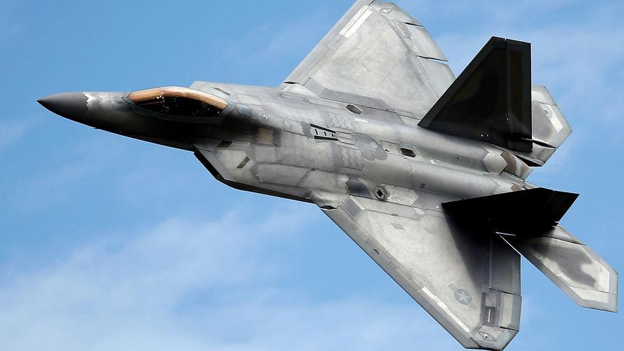 Истребитель пятого поколения F-22 Raptor.