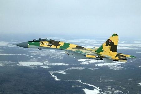 Многофункциональный сверхманевренный истребитель Су-35.
