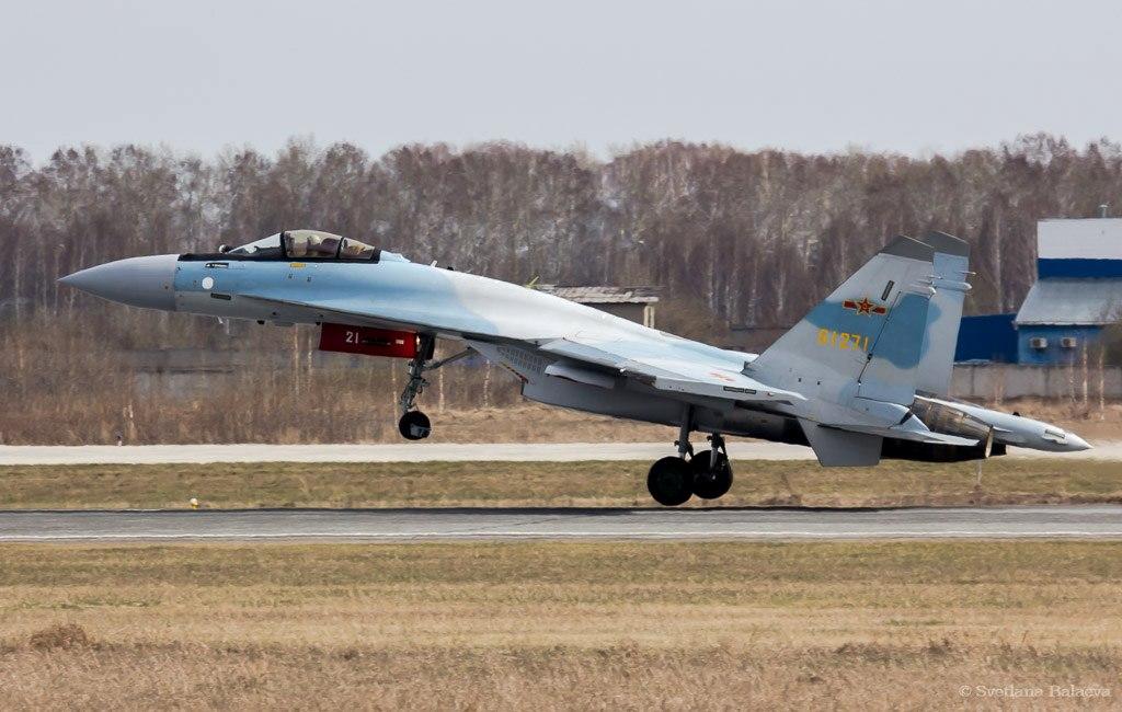 """Истребитель Су-35 ВВС НОАК (китайский бортовой номер """"61271"""") во время промежуточной посадки в Толмачево (Новосибирск), предположительно, во время перелета из КНР в Жуковский, 11.05.2018."""