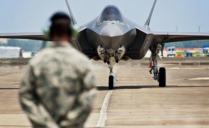 "Истребитель-бомбардировщик F-35 ""Лайтнинг"" II."