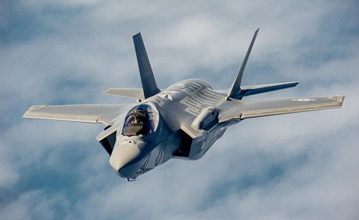 """Истребитель-бомбардировщик пятого поколения F-35 """"Лайтнинг"""" II."""