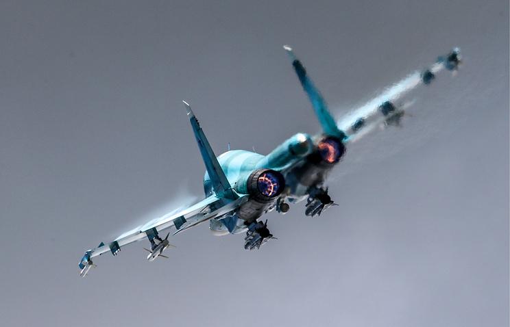 Истребитель-бомбардировщик Су-34.