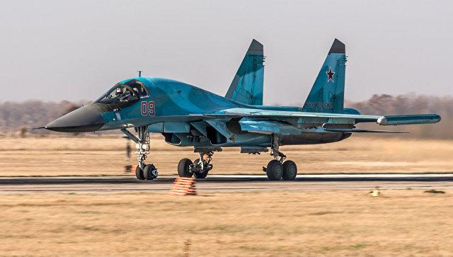 Истребитель-бомбардировщик Су-34 на аэродроме Бутурлиновка (Воронежская область).