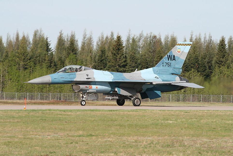 """Истребители F-16С 64-й эскадрильи """"агрессоров"""" (64th Aggressor Squadron)."""