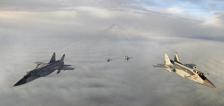 Истребители-перехватчики МиГ-31.