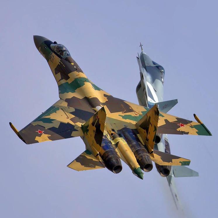 Истребители Су-35 и Су-57 (Т-50 ПАК ФА).