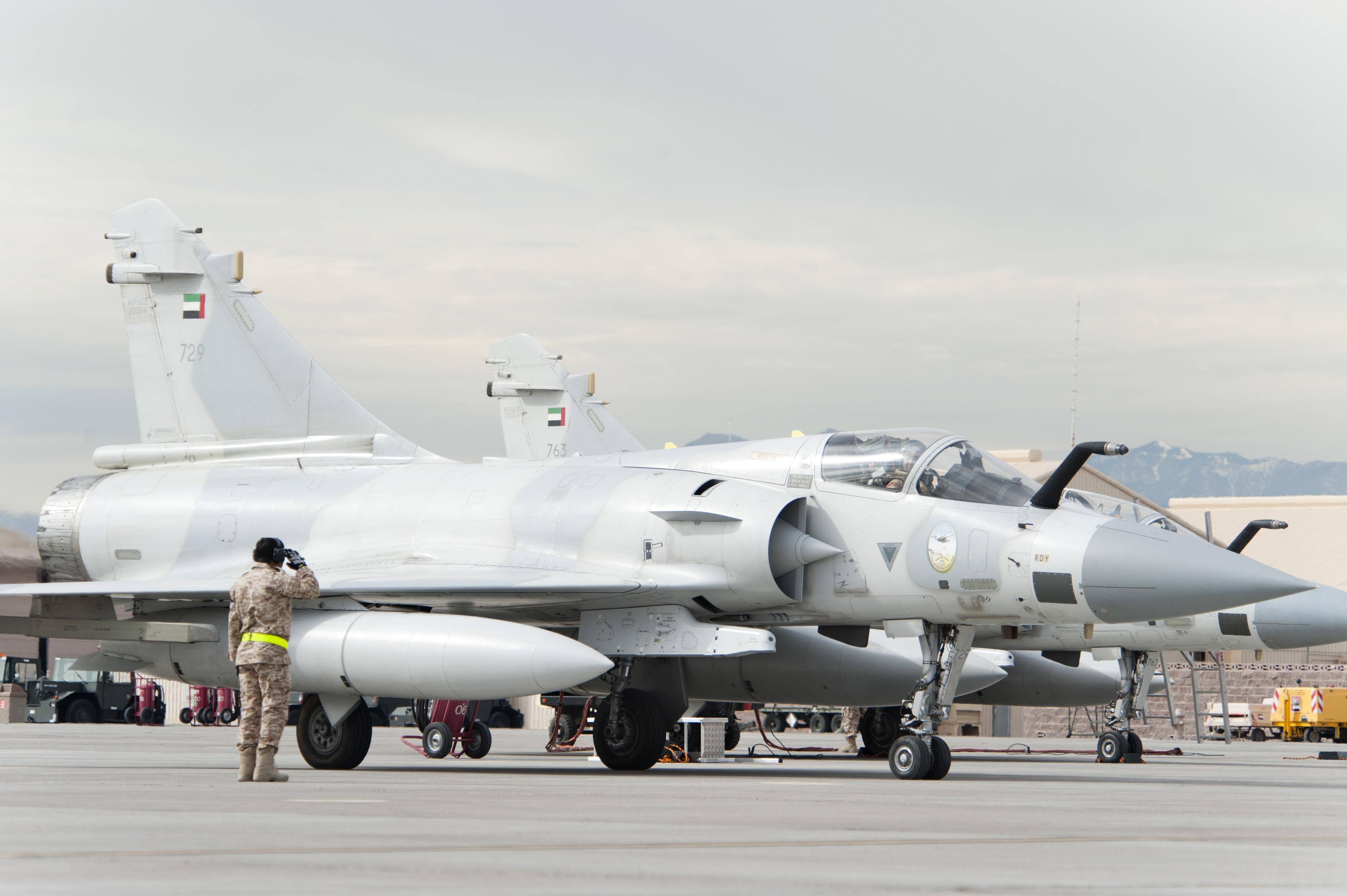 """Истребители Dassault Mirage 2000-9RAD ВВС ОАЭ во время многонациональных учений """"Red Flag"""" на авиабазе Неллис (США), 23.01.2013."""