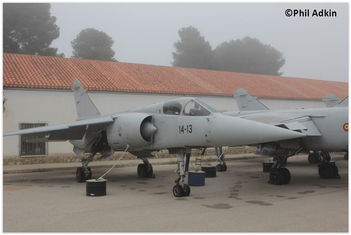 Списанные из состава ВВС Испании истребители Dassault Mirage F.1M на хранении в Маестранца (Альбасете), январь 2016 года. На переднем плане истребитель с бортовым номером 14-13.