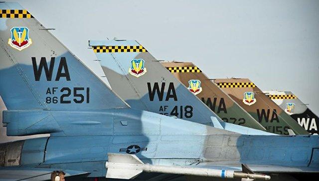 Истребители F-16С 64-й эскадрильи агрессоров (64th Aggressor Squadron).
