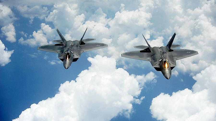 Истребители F-22.