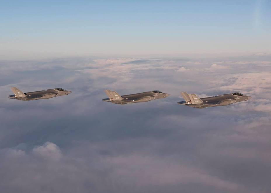 Истребители F-35 во время перелёта из США в Норвегию.
