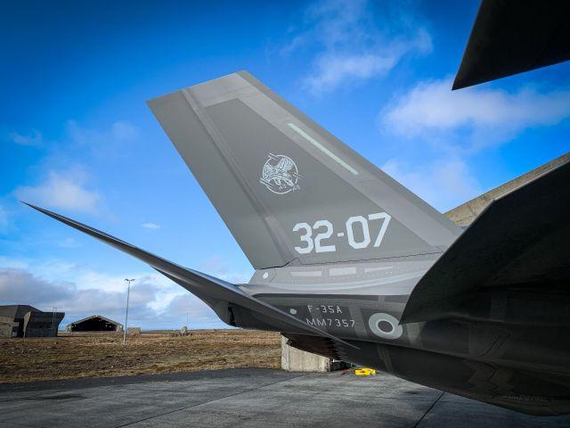 Истребители Lockheed Martin F-35A Lightning II из состава 13-й группы 32-го полка ВВС Италии, прибывшие в Кефлавик (Исландия) для участия в миссии НАТО по контролю воздушного пространства Исландии, 25.09.2019