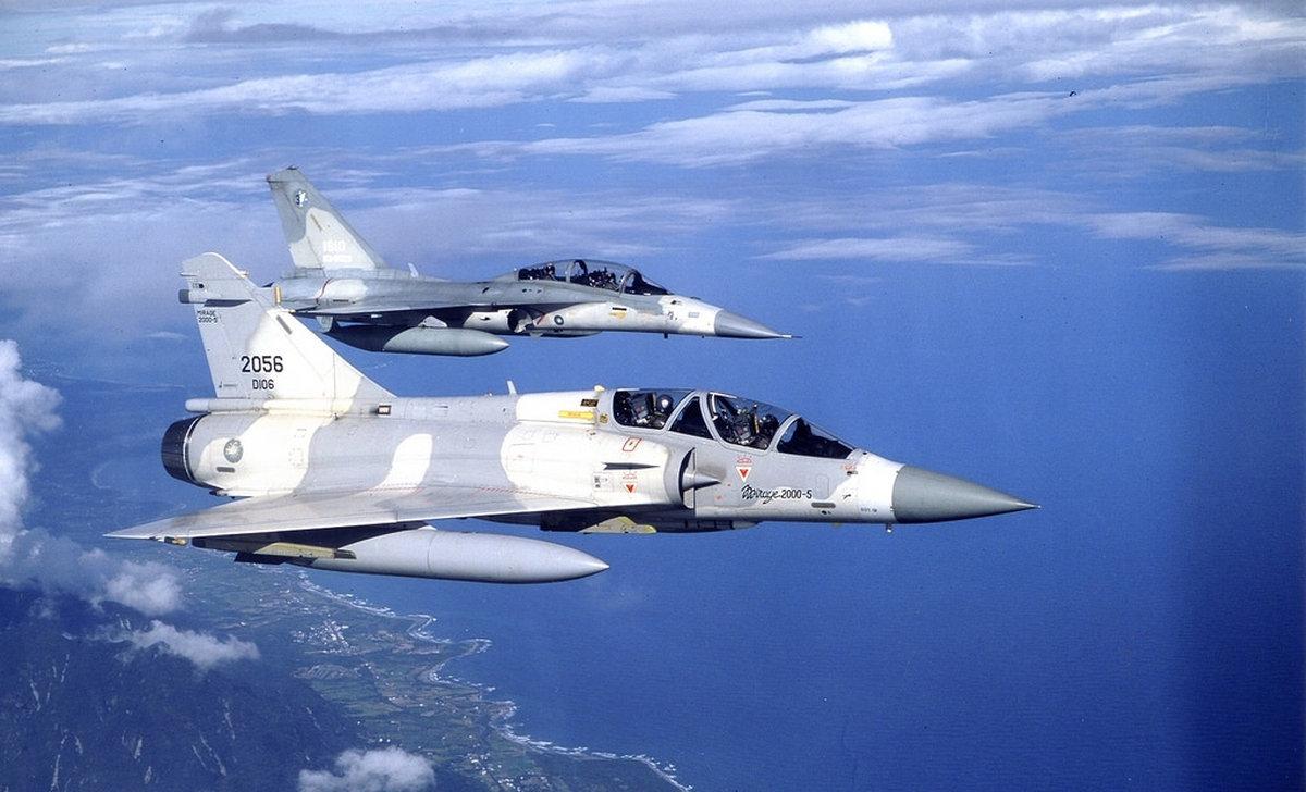 Истребители Mirage 2000-5 и AIDC F-CK-1 IDF ВВС Тайваня.