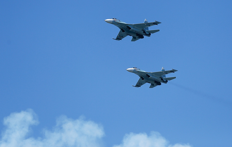 Истребители Су-27.