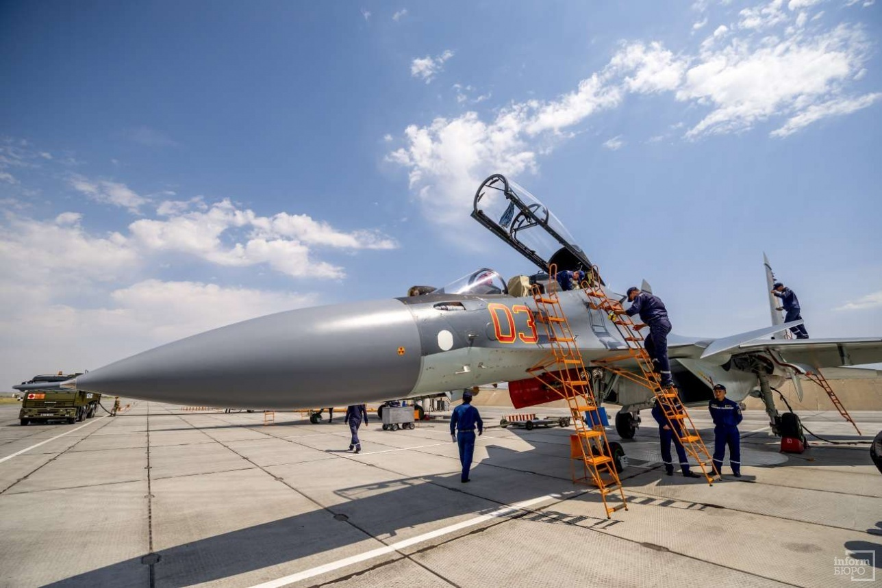Истребители Су-30СМ из состава 604-й авиационной базы Сил воздушной обороны Казахстана. Талдыкорган, август 2017 года.