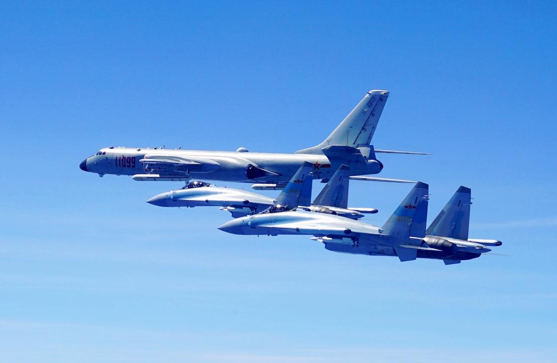 """Истребители Су-35 с китайскими бортовыми номерами """"61272"""" и """"61273"""":."""
