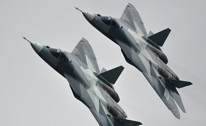Истребители Т-50 на Международном авиационно-космическом салоне МАКС-2013 в Жуковском.