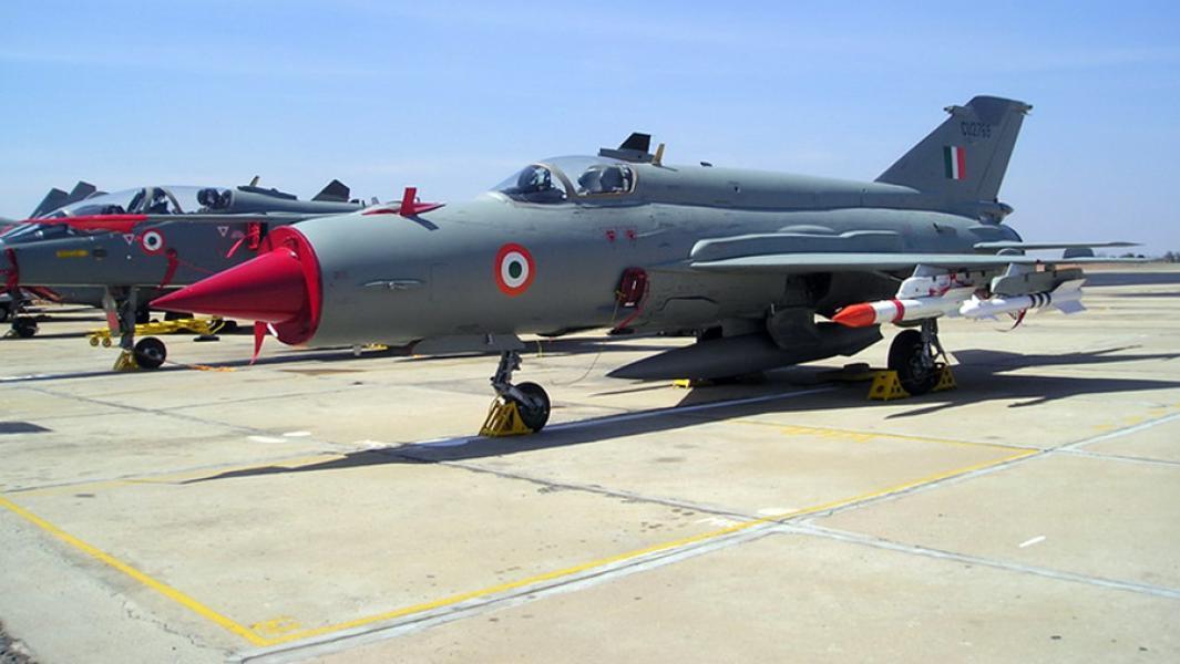 ИстребительМиГ-21 состоит на вооруженииВоенно-воздушных силИндии с 1963 года.