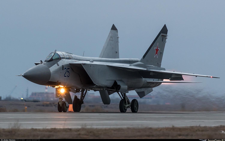 """Истребитель-перехватчик МиГ-31БМ (бортовой номер """"25 синий"""") ВКС России, 2018 год."""