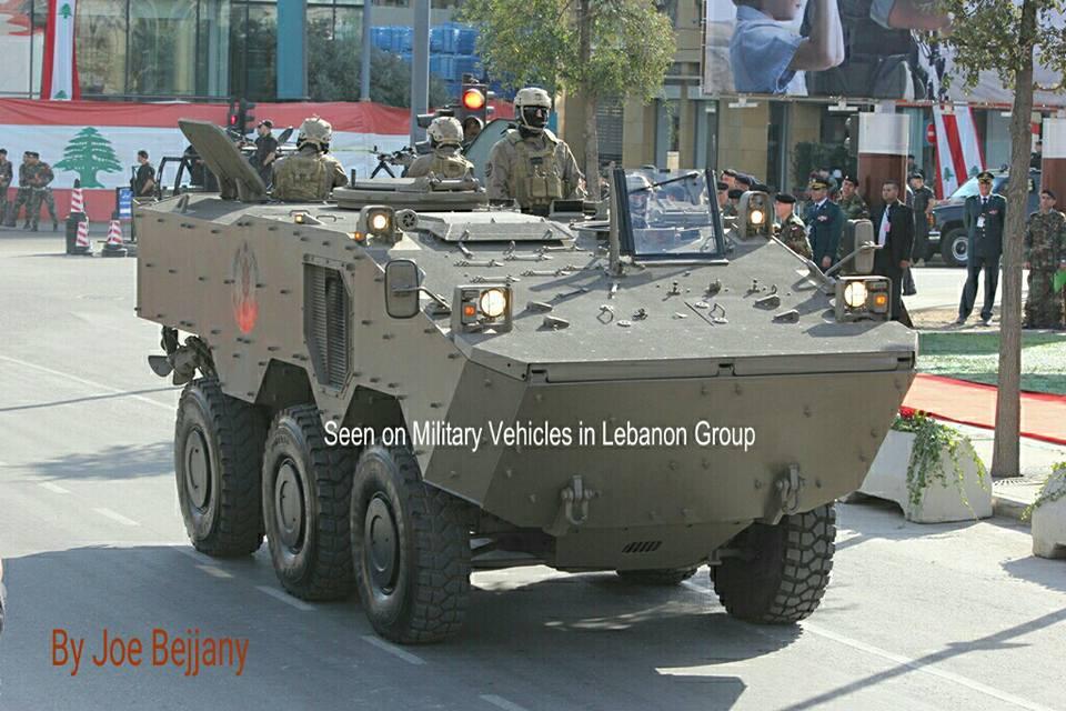 Бронетранспортер бразильского производства Iveco VBTP-MR Guarani ливанской армии на улицах Бейрута.