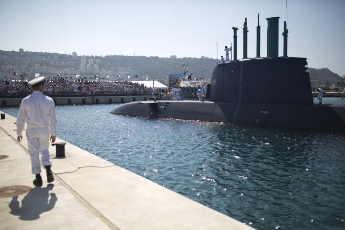 Израильская неатомная подводная лодка Rahav (вторая типа Tanin и пятая по счету типа Dolphin) прибывает в Хайфу. 12.01.2016.