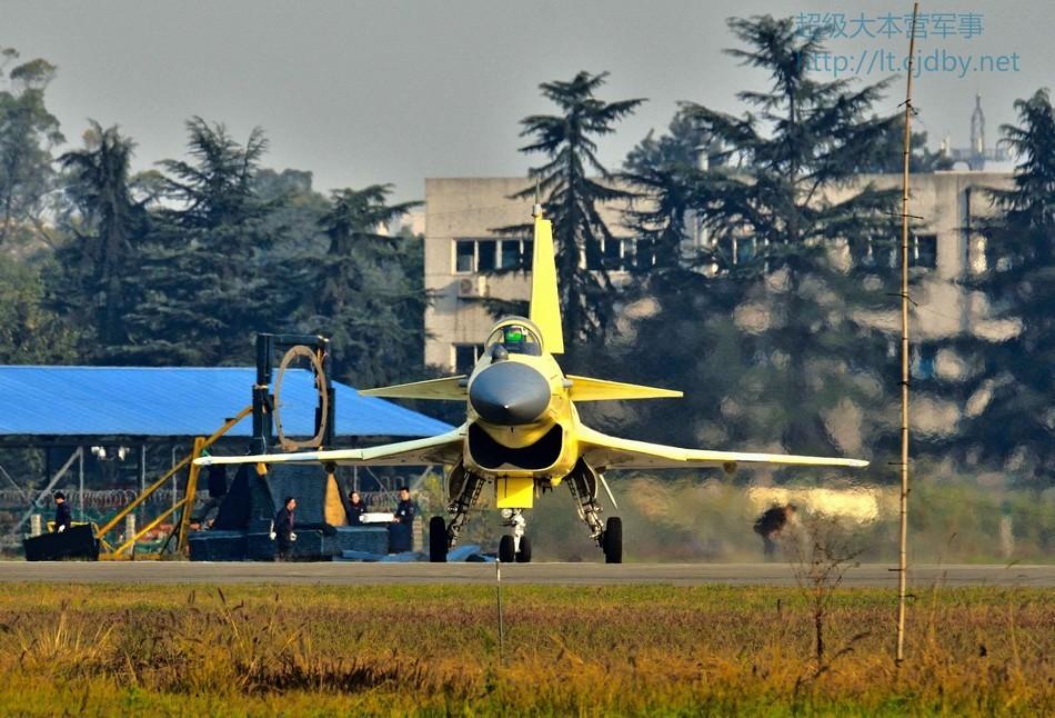 Китайский истребитель J-10B.