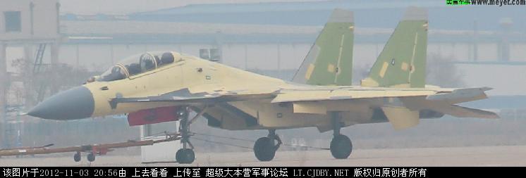 Двухместный палубный истребитель J-15S.