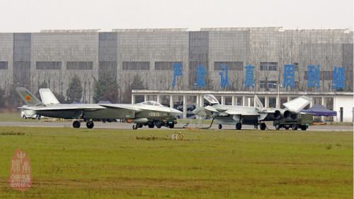 Прототипы китайского истребителя J-20 (б/н 2013 и 2015).