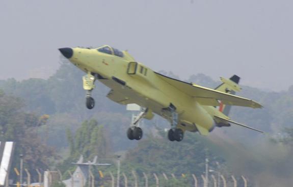Модернизированный истребитель-бомбардировщик Jaguar DARIN III Upgrade ВВС Индии.