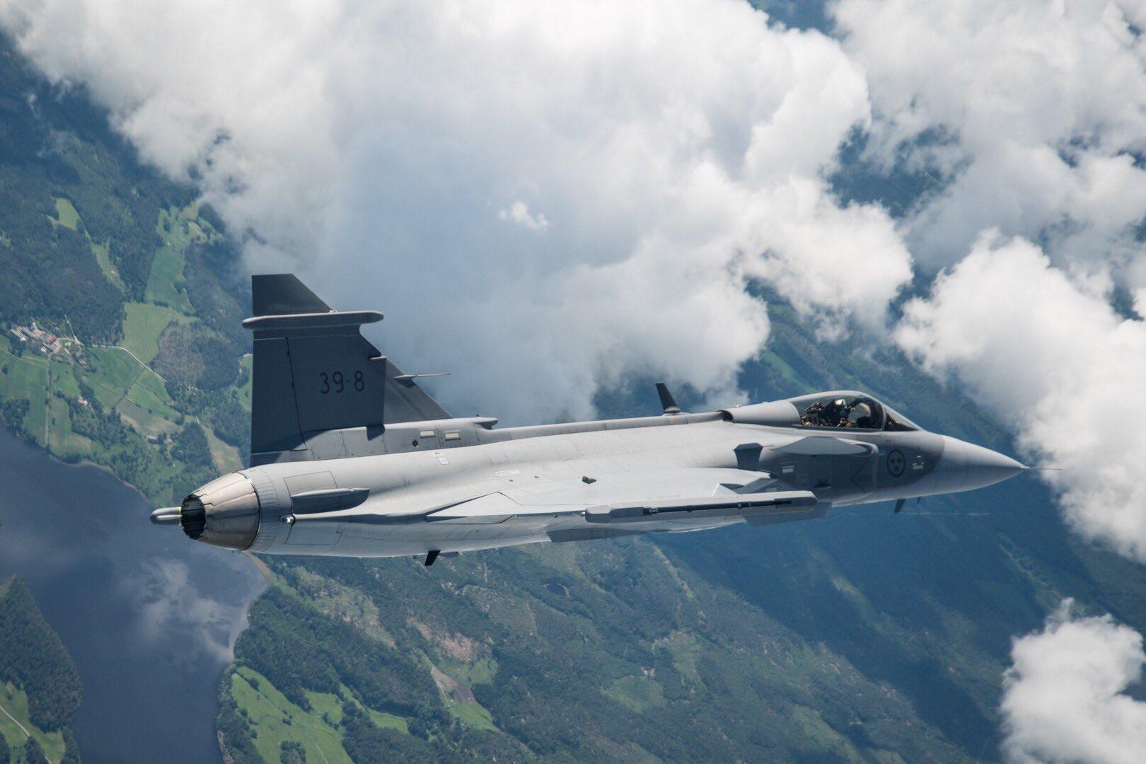 Первый опытный образец истребителя Saab JAS-39E Gripen (Gripen E, бортовой номер 39-08) в первом полете. 15.06.2017.