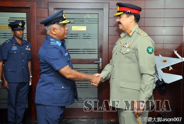 Встреча начальника штаба пакистанской армии адмирала Рахиль Шарифа (Rahil Sharif)  с командующим ВВС Шри-Ланки маршалом авиации Ке Лита (Ke Lita). 8 июня 2015г.