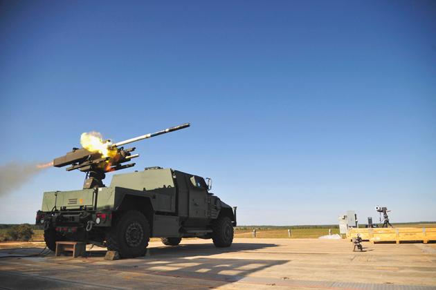 Пуск ракеты DAGR с с пусковой установки, смонтированной на прототипе автомобиля JLTV (Joint Light Tactical Vehicle) компании Lockheed Martin. Фото: shephardmedia.com.