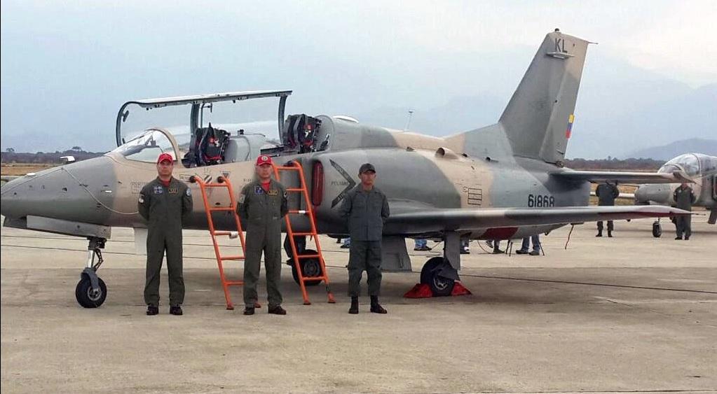 """Один из переданных Боливарианским ВВС Венесуэлы 06.04.2016 на авиабазе El Libertador (Пало-Негро) девяти китайских учебно-боевых самолетов K-8W по контракту 2013 года. Самолет имеет бортовой номер """"61868""""."""