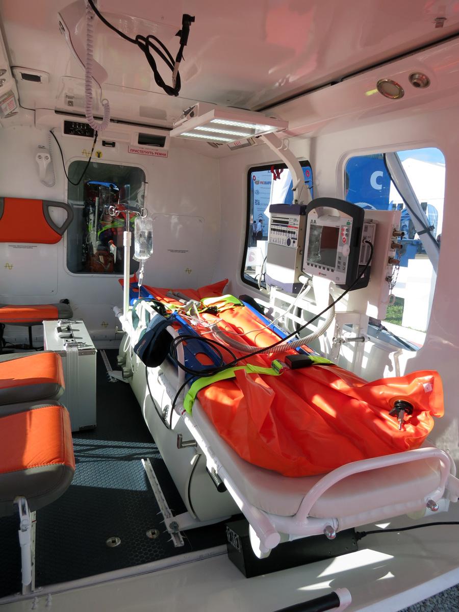 Медико-реанимационный Ка-226Т позволяет разместить одного пострадавшего и двух медицинских работников.