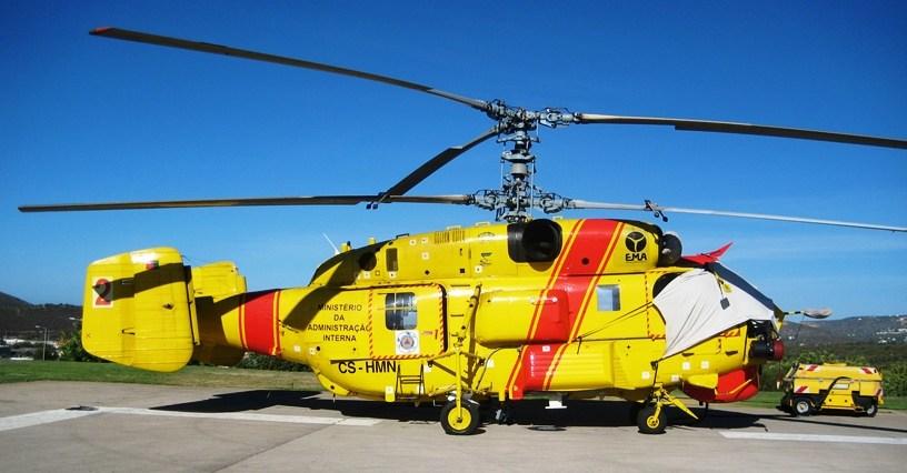"""Один из шести приобретенных Португалией для государственных нужд вертолетов Ка-32В11ВС (регистрационный номер CS-HMN, бортовой номер """"2"""", серийный номер 099-04). Лоле (Португалия), 29.08.2012."""