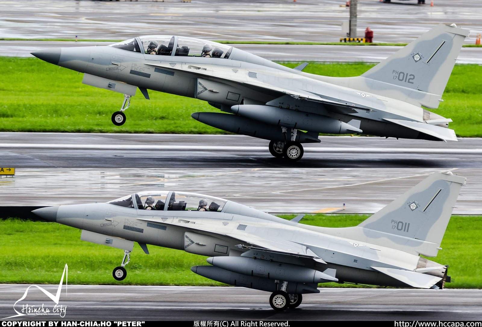 """Последние два из 12 полученных ВВС Филиппин легких истребителей/учебно-боевых самолетов KAI FA-50РН (бортовые номера """"17-011"""" и """"17-012"""") прибывают на авиабазу Кларк (Филиппины), 31.05.2017."""