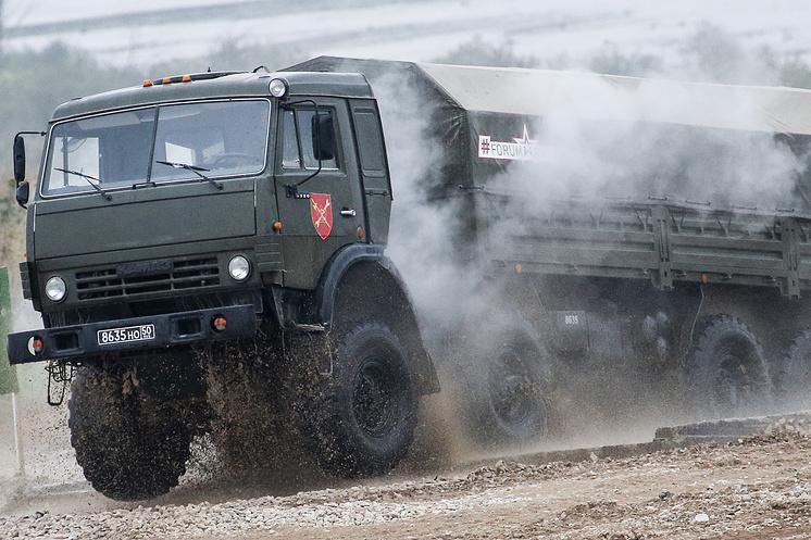 Бортовой тягач КамАЗ-6350.