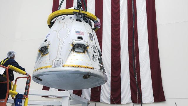 Капсула Crew Dragon перед испытанием на прерывание полета космического корабля