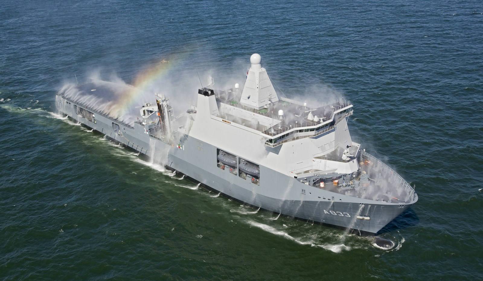 Десантный корабль Karel Doorman ВМС Нидерландов.