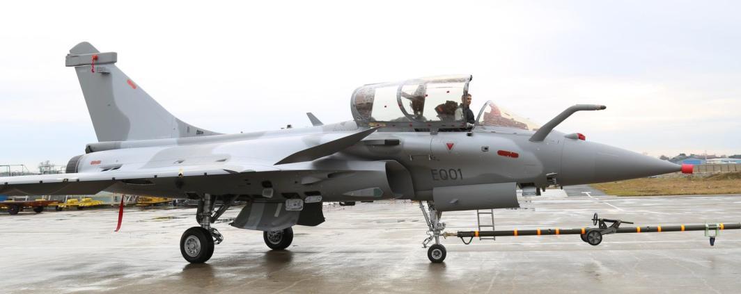 Первый произведенный для Катара одноместный истребитель Dassault Rafale ЕQ (бортовой номер ЕQ01),16.02.2017.