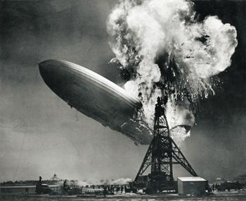 Катастрофа дирижабля «Гинденбург» поставила крест на судьбе цеппелинов. Фото из Национального архива Нидерландов