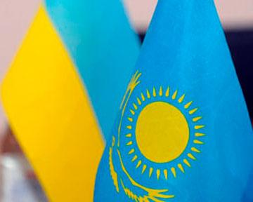Флаги Украины и Казахстана.